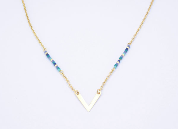 Collier doré perles Miuki et pendentif en V