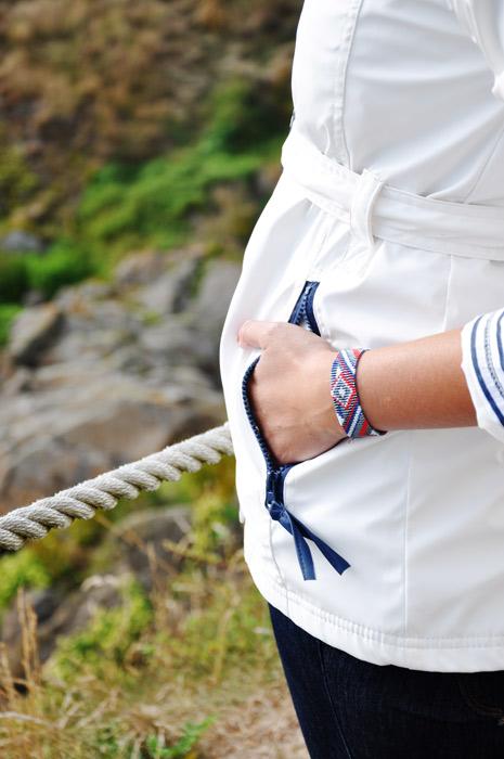 Bracelet porté manchette tissé Tonnerre de Brest rouge blanc et bleu apprêts argentés