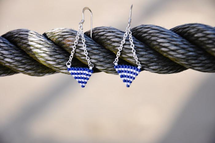 Boucles d'oreilles tissé en perles Miyuki style marin bleu et blanc