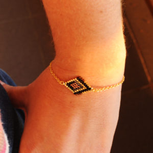 Bracelet losange tissées en perles miyuki tons noirs dorés et chaine dorée à l'or fin fermoir ajustable