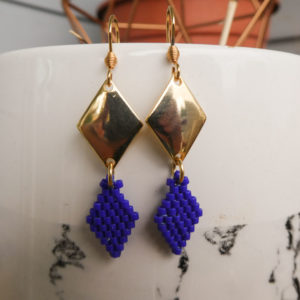 Boucle tissage et métal forme losange bleu électrique