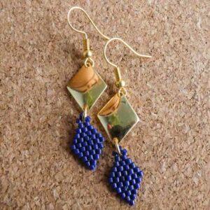 Boucle tissage et métal forme losange bleu marine