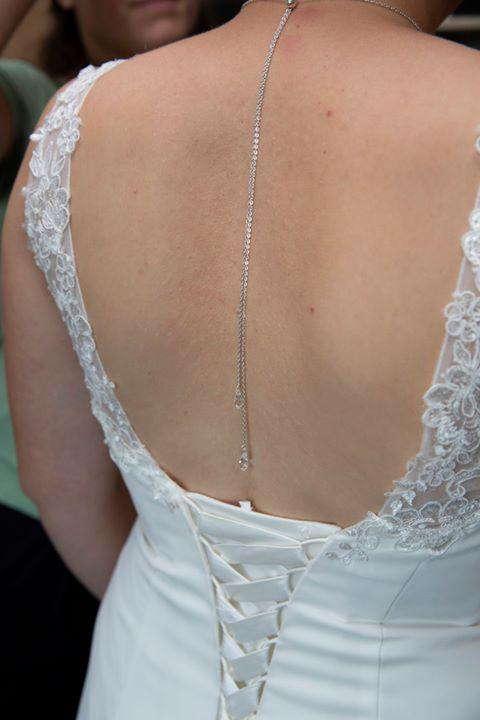 photo mariée collier de dos argenté swarovski