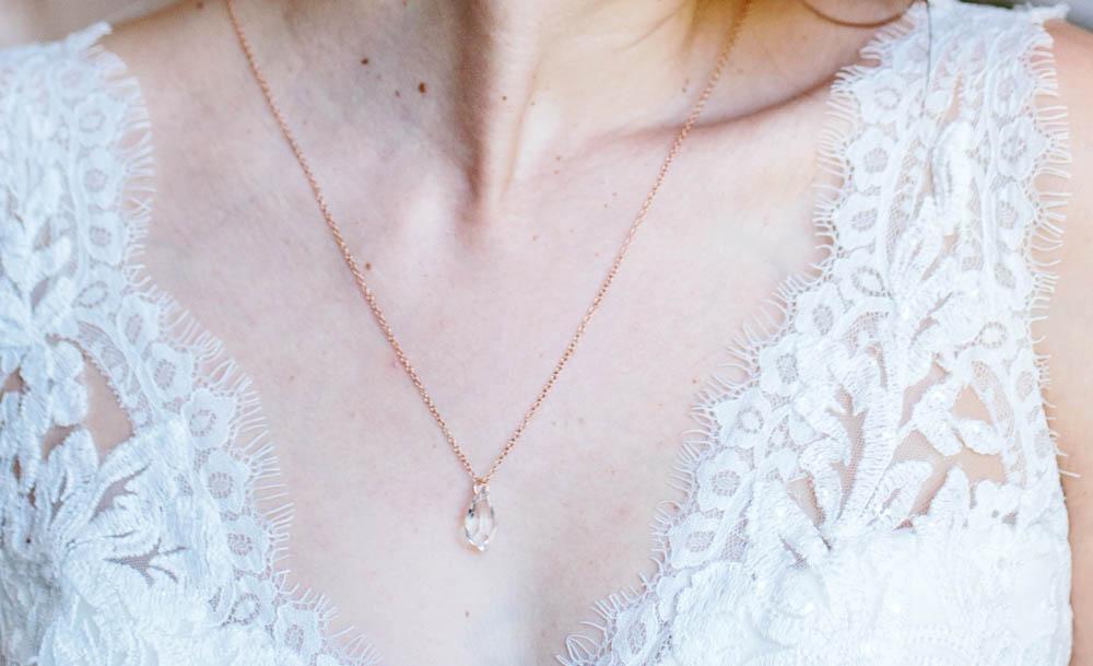 photo mariage collier de dos rose doré swarovski