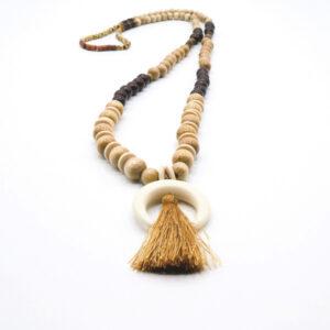 collier pembe sautoir pompon naturel