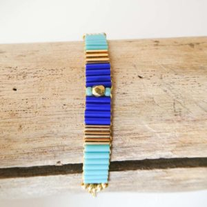 Bracelet tissé en perles tubes bleus